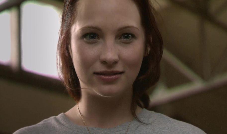 Candice King como Joann em Deadgirl (Imagem: Reprodução/Dark Sky Films)