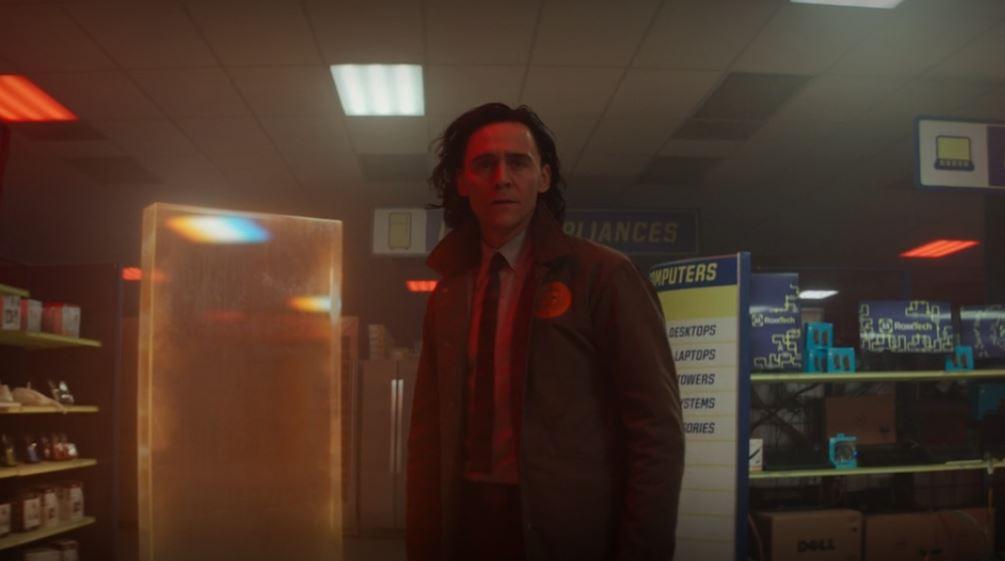 Loki instantes antes de entrar no portal atrás de Lady Loki (Imagem: Reprodução/Disney+)
